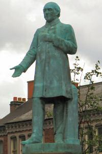 [An image showing John Biggs Statue]
